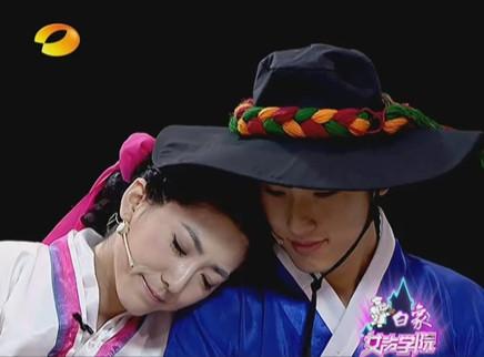 女声学院20110825期:小考pk演技 刘忻洪辰玩穿越