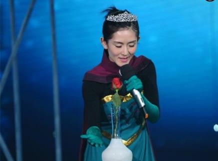 谢娜成冰雪王后变魔法