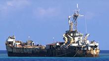 菲律宾军舰坐滩抢夺黄岩岛被中国撵走