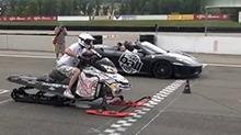 【车神也疯狂】极限达人跨界竞速 雪地摩托起步竟然秒杀法拉利跑车