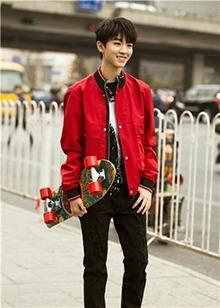 王俊凯的优雅张彬彬的帅气 这些爱豆街拍你最喜欢谁的?