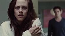 《<B>暮光之城</B><B>4</B>》片段:斯图尔特怀孕暴瘦 为救胎儿喝下人血
