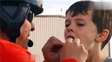 奇葩拔牙法 坑娃老爸用直升机给儿子拔牙