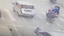 小孩从后备箱掉落 不幸遭后车碾压