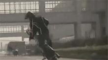 《谁与争锋》12月3日预告:套马高手对阵特技车手