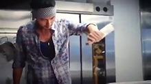 《决战食神》片段:谢霆锋帅气烹饪 让人垂涎欲滴