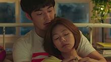 《吃吃的爱》片段:小S金世佳床上聊天好甜蜜