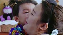 【育儿大作战】萌娃护母心切惹人疼爱