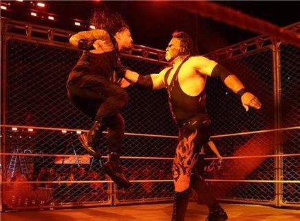 WWE单场集锦RAW20171017期:巨兽回归上演手撕超人