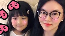 复制粘贴!<B>李湘</B>与女儿甜笑自拍表情一样可爱