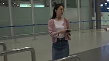 <B>王丽</B><B>坤</B>获友人机场送行 朋友拦镜头不让拍