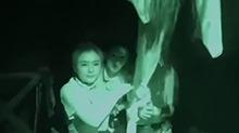 白凯南携<B>秦岚</B>彭小苒挑战鬼屋 尖叫十足的房间中寻找线索