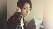 《快男周边社》:粉丝温暖视频表白<B>魏</B><B>巡</B> 比心宠上天的节奏
