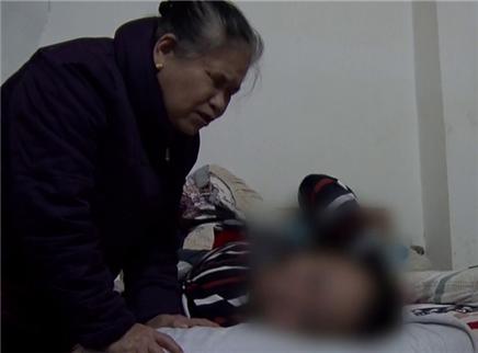 十六岁脑瘫少年和他的盲奶奶