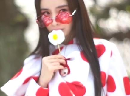 杨幂COSMO五月刊封面大片 在京都邀你一起赴一场樱花盛宴
