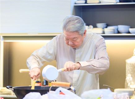 """我们的师父第9期:GSG迎来打工挑战 蔡澜率徒弟下厨品""""妈妈的味道"""""""