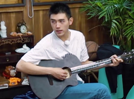 Plus第9期:陈飞宇深情弹唱
