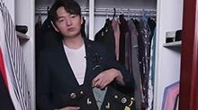 王凯展示部队演出礼服