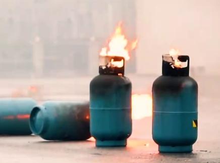 液化气罐着火先关阀还是先灭火?