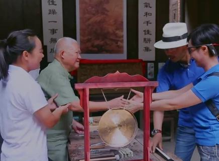 """女神古镇寻宝遇""""烧脑""""考验"""