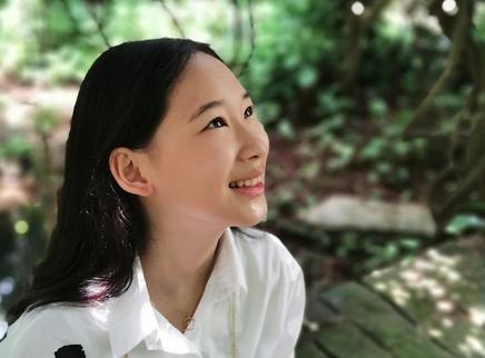 赵文卓张丹露为大女儿庆生