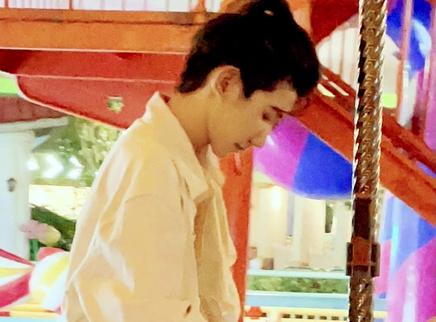 王源晒乐园游玩照